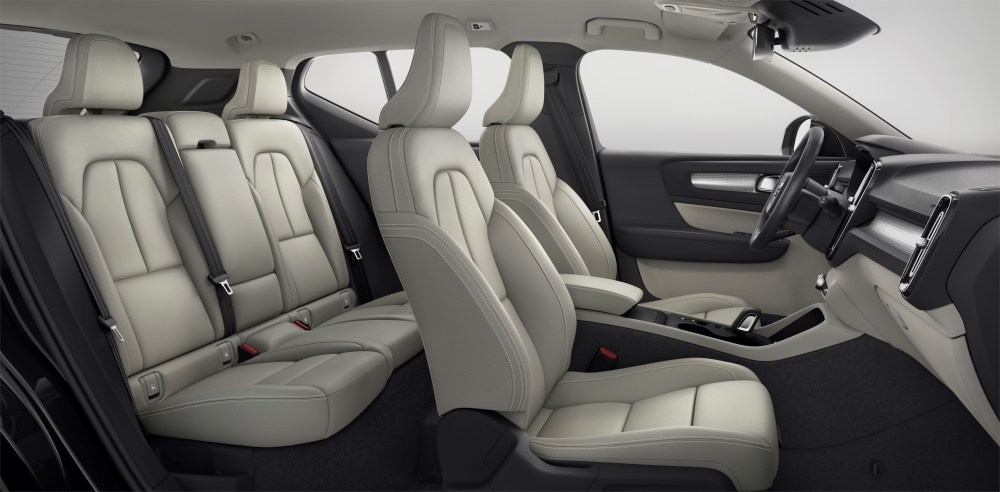 213047_New_Volvo_XC40_interior.jpg