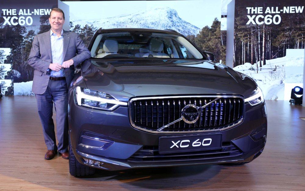 Mr. Charles Frump_MD, Volvo Auto India & Mr. Jyoti Malhotra_Sales and Ma... (1).jpg