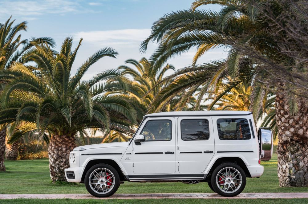 2019-mercedes-amg-g63-exterior-side-profile-02