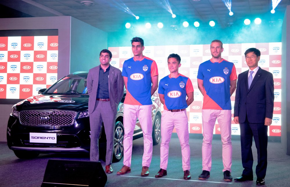 L-R_Mr. Parth Jindal - CEO, Bengaluru Football Club, Mr. Gurpreet Singh, Mr. Sunil Chhetri, Mr. Eric Paartalu & Mr. Kookhyun Shim - MD & CEO, Kia Motors India