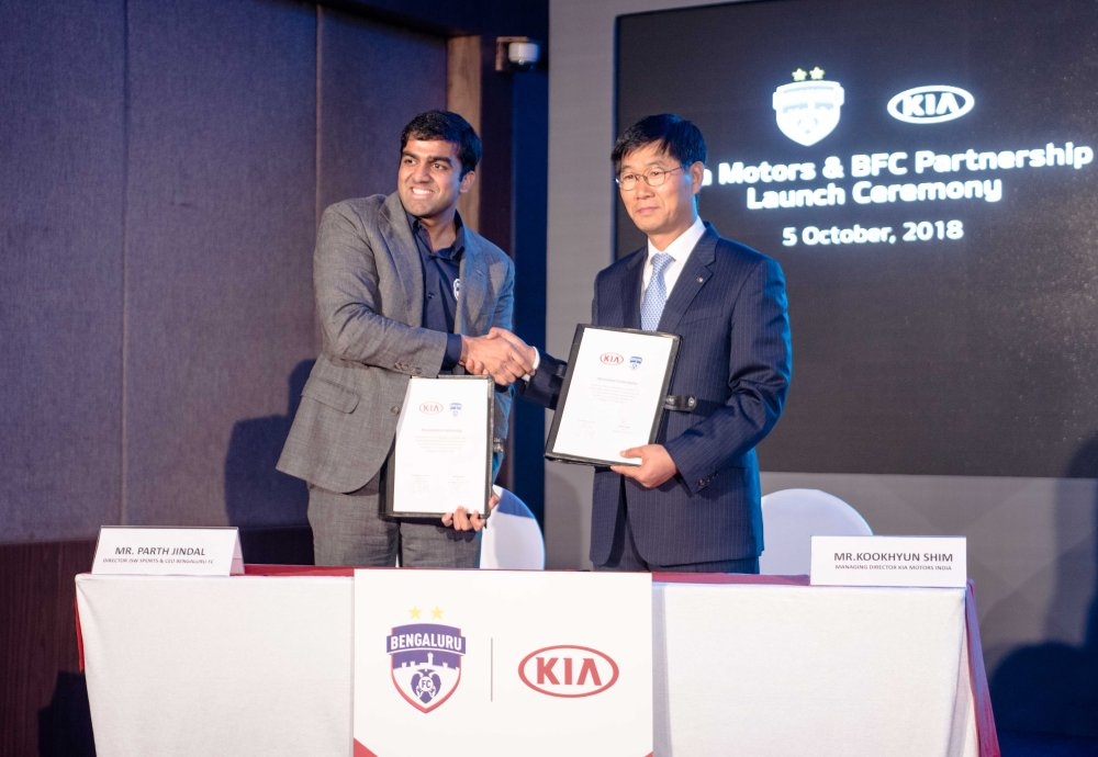 L-R_Mr. Parth Jindal - CEO, Bengaluru Football Club & Mr. Kookhyun Shim - MD & CEO, Kia Motors India exchanging the MoU
