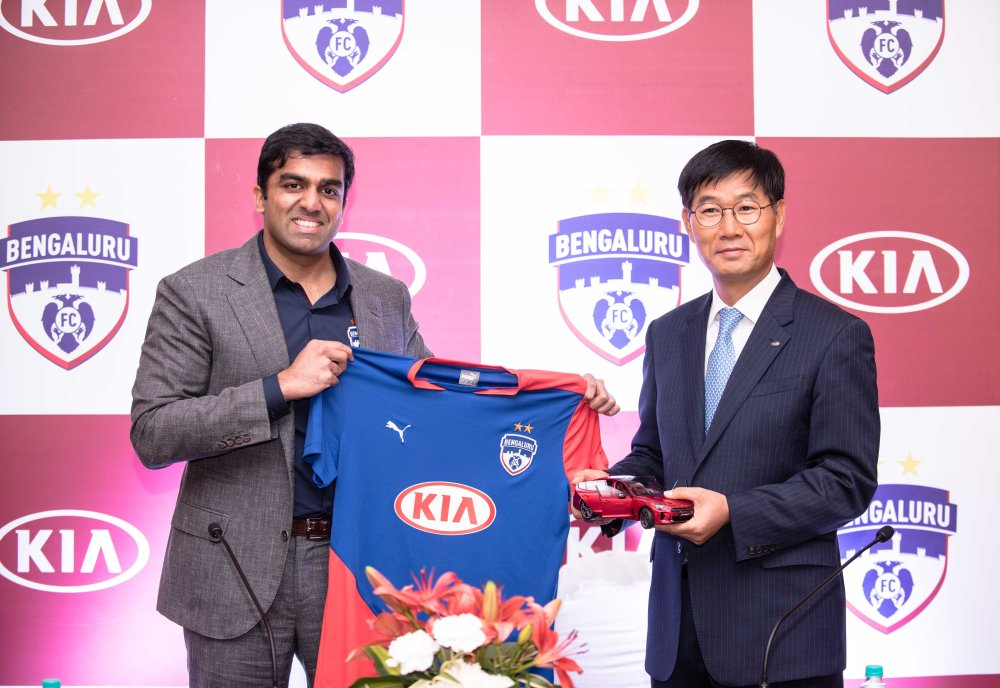 L-R_Mr. Parth Jindal - CEO, Bengaluru Football Club & Mr. Kookhyun Shim - MD & CEO, Kia Motors India unvieiling the new BFC jersey