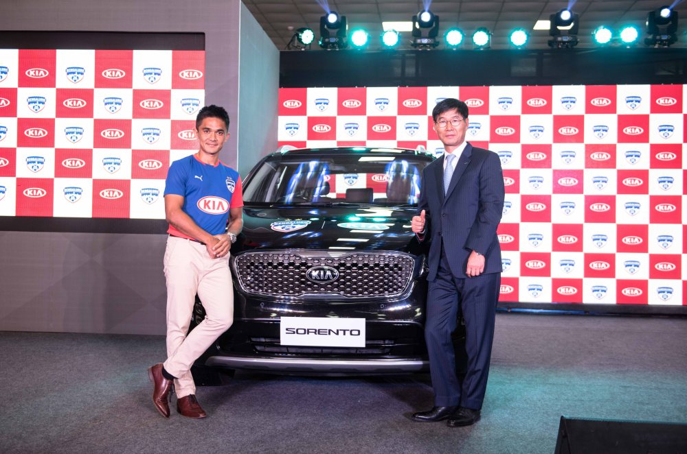 L-R_Mr. Sunil Chhetri, Captian, Bengaluru Football Club & Mr. Kookhyun Shim - MD & CEO, Kia Motors India